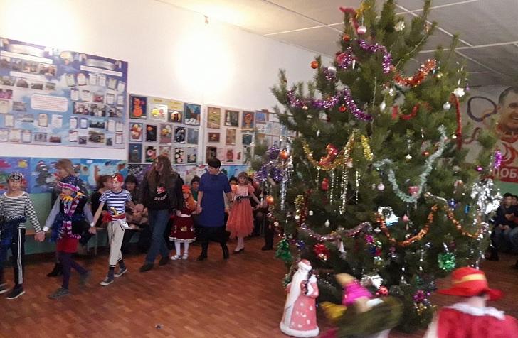 Дети Слащевской школы-интерната получили новогодние подарки