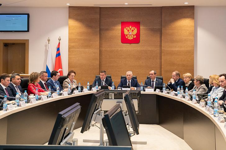 Губернатор области Андрей Бочаров на заседании регионального парламента подвел итоги 2019 года