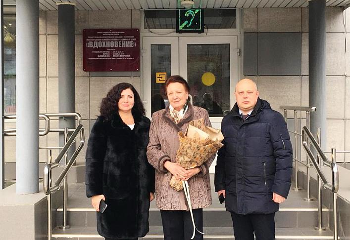 Руководитель фракции КПРФ вручила подарки детям в реабилитационном центре