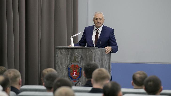 Сотрудники госбезопасности России принимают поздравления с профессиональным праздником