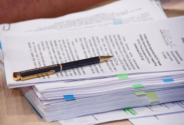Комитеты и комиссии регпарламента проконтролируют соблюдение более 300 областных законов