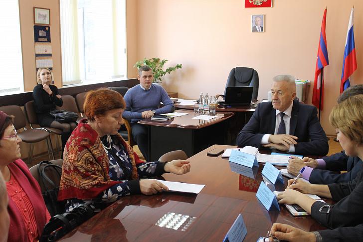 Спикер регионального парламента провел выездные приемы граждан