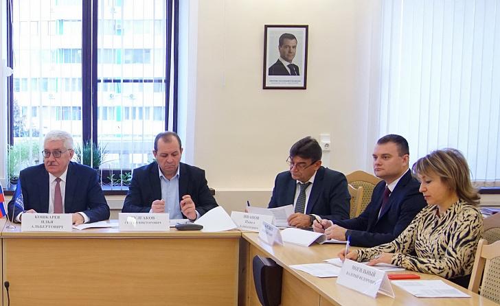 В регионе продолжится работа по стимулированию муниципалитетов к увеличению собираемости налогов