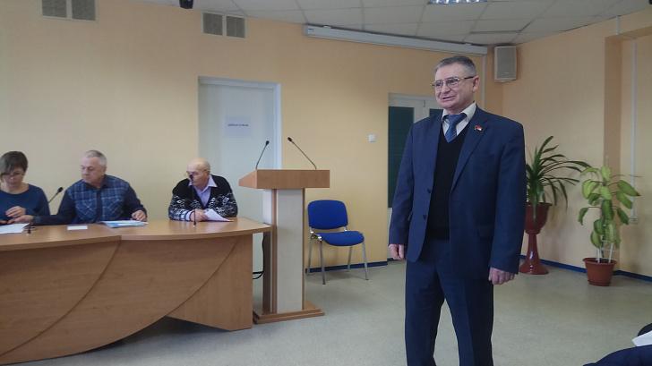 Депутат-коммунист Волгоградской облдумы организовал встречу граждан с новым главврачом михайловской ЦРБ