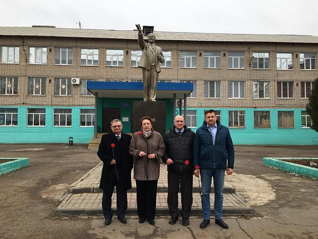Депутаты фракции КПРФ выступили с отчетом перед жителями Светлоярского района