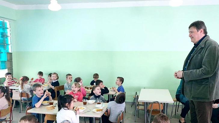 Организация питания в образовательных учреждениях региона - на депутатском контроле