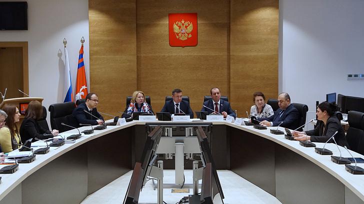 Профильный думский комитет одобрил положение о проведении опроса по исчислению времени