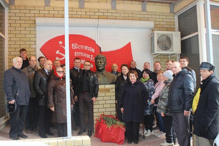 Сталинградские коммунисты почтили память И.В. Сталина