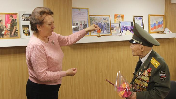 Тамара Головачева поздравила с вековым юбилеем легендарного защитника Сталинграда
