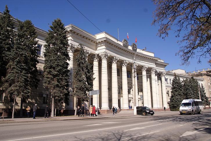Вопросы ЖКХ и благоустройства лидируют в обращениях граждан к областным депутатам