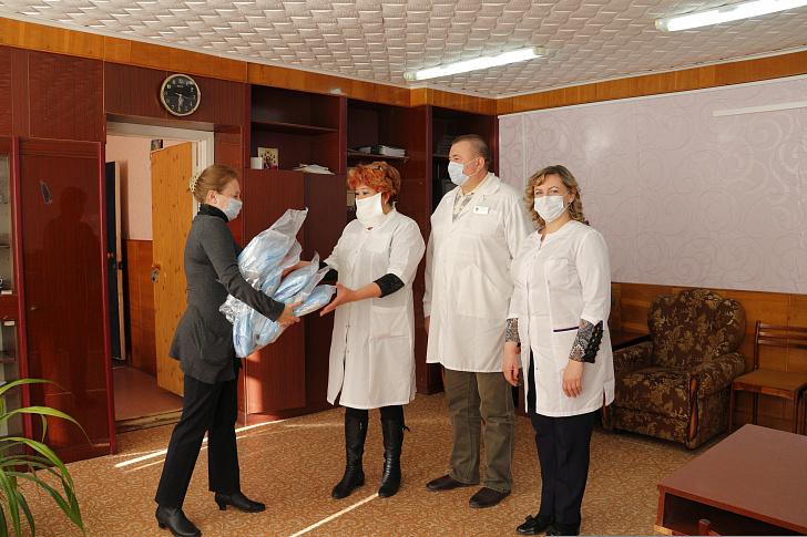 Еланские медики получили новые комплекты спецодежды