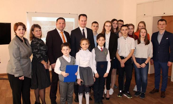 Владимир Шкарин принял участие в открытом диалоге с учениками предуниверсария ВолгГМУ в гимназии № 16