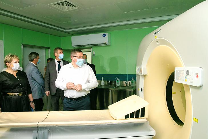 Руководство области проинспектировало модернизацию опорной больницы в Волжском