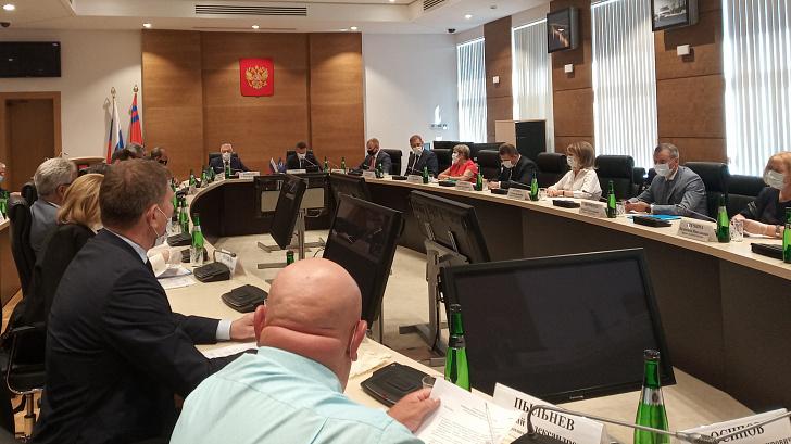 Депутаты фракции «Единая Россия» облдумы поддержали федеральные инициативы социальной направленности