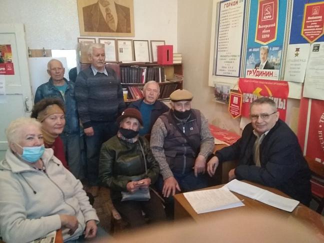 Депутат-коммунист Владимир Иванов провел личный прием граждан