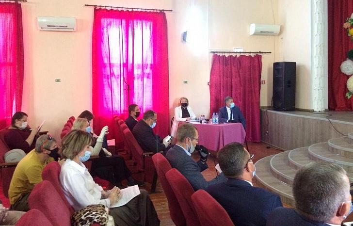 На встрече с жителями Среднеахтубинского района обсуждался вопрос строительства новой автомагистрали