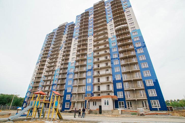 Областные парламентарии проинспектировали строительство проблемных домов в южных районах Волгограда