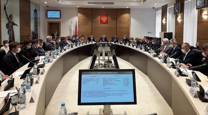 Региональным парламентом рассмотрен доклад детского омбудсмена